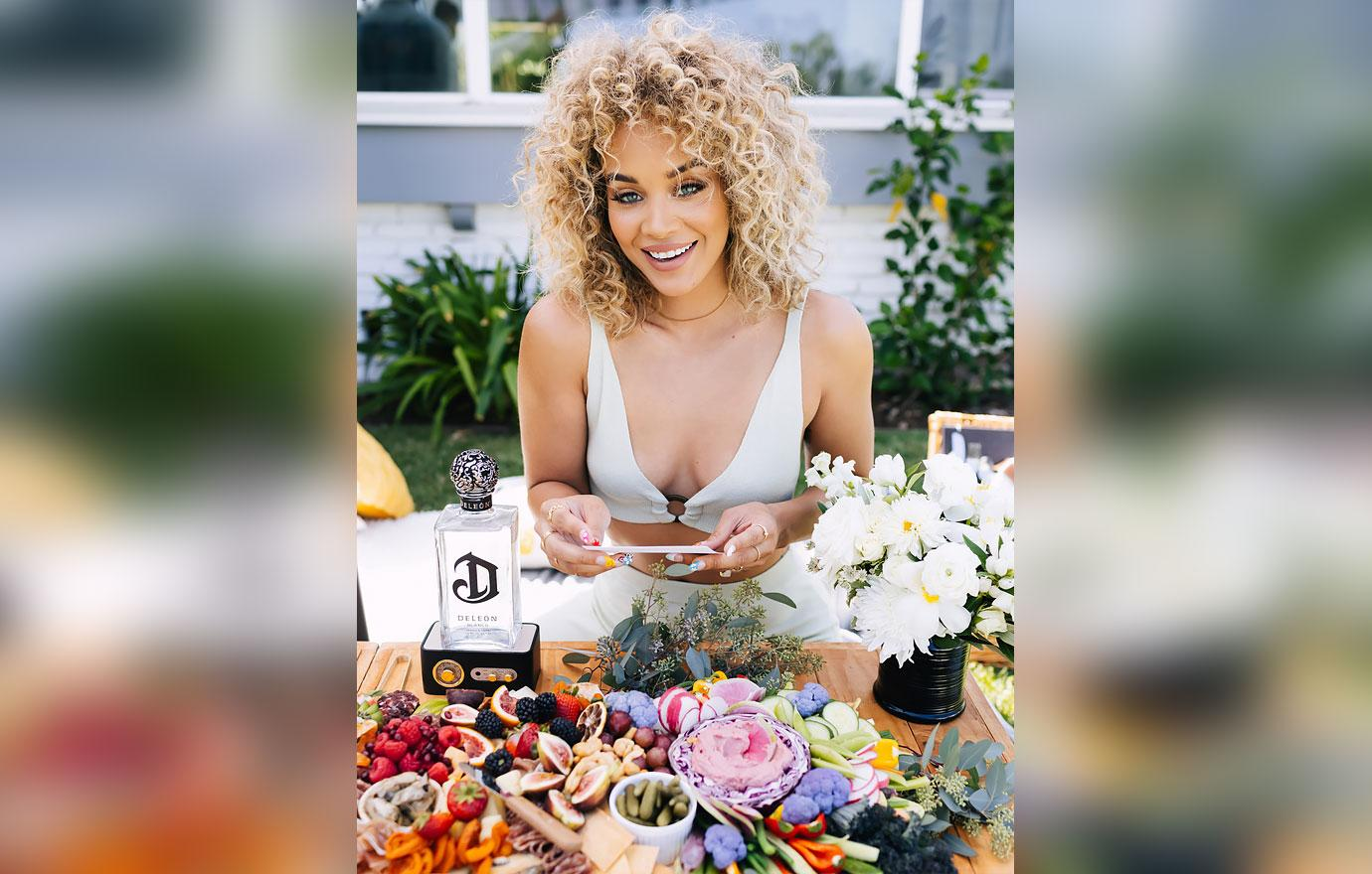 jasmine sanders endless summer picnic deleon tequila