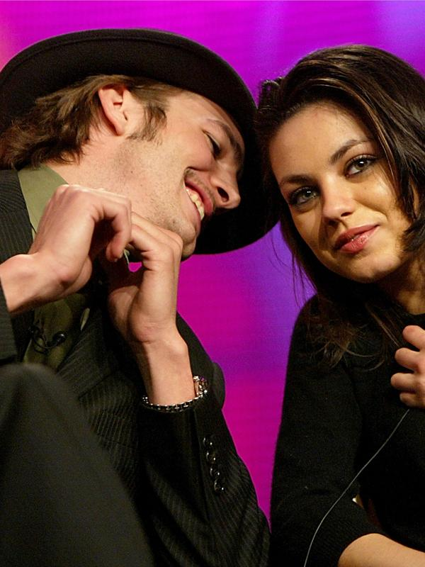 Ashton kutcher mila kunis august10.jpg