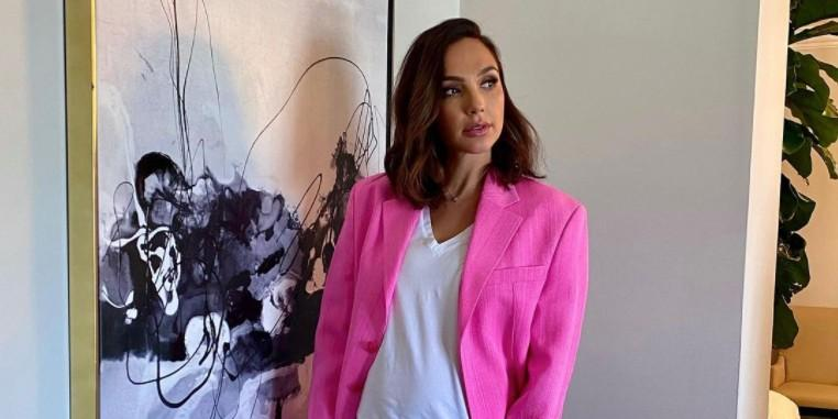 Gal Gadot Wears Pink Jacquemus Blazer While Promoting Documentary On Zoom