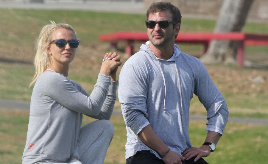 Britney spears holds hands niece sophia