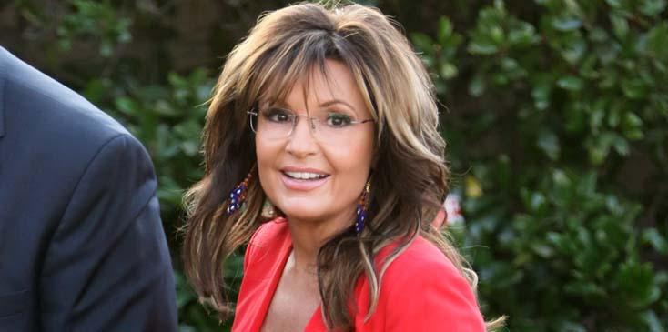 Sarah Palin promotes her new book on Extra TV at Universal Studios in Hollywood!