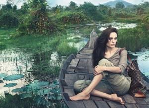 2011__06__Angelina_Jolie_Louis_Vuitton_Ad_June13news 300×218.jpg