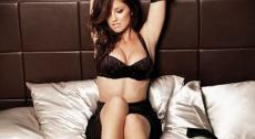 2010__10__Minka_Kelly_Esquire_Oct11news 230×300.jpg