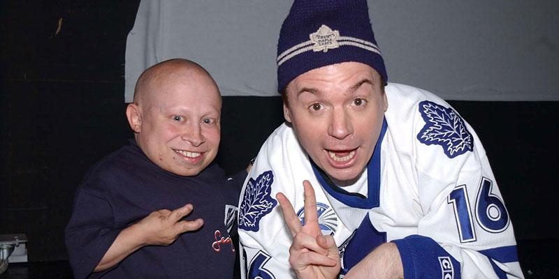 mike myers pays tribute late austin powers co star verne troyer video pp