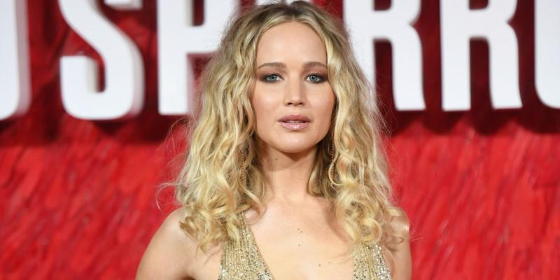 Jennifer lawrence stabbed back