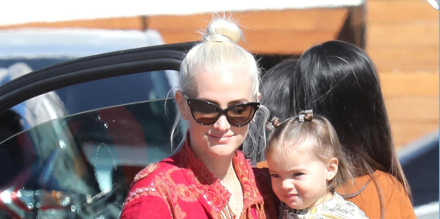 *EXCLUSIVE* Ashlee Simpson enjoys lunch at Nobu with her family