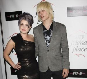2010__12__Kelly_Osbourne_Luke_Worrall_Dec28news 300×271.jpg