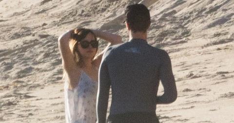 Dakota johnson dating chris martin