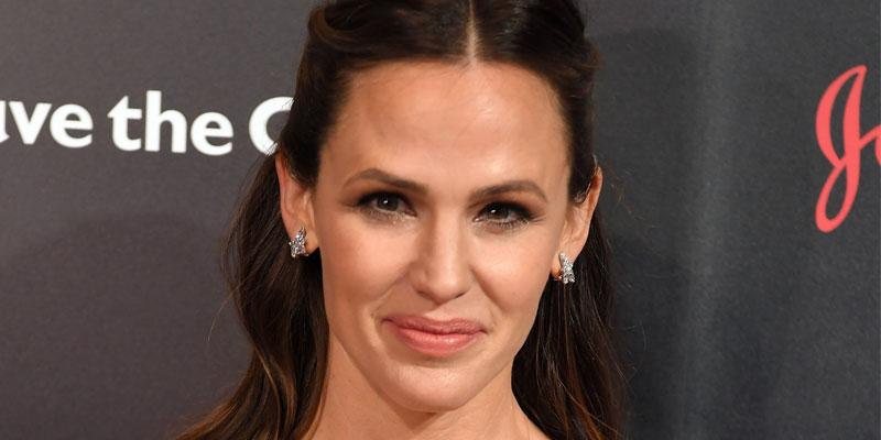 Jennifer Garner Wardrobe malfunction church