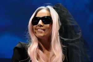 2011__02__Lady_Gaga_Feb7newsnea 300×200.jpg