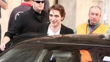 2010__03__Robert_Pattinson_March30_77 225×161.jpg