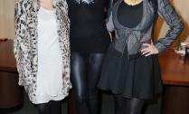 2010__12__Kourntey_Khloe_Kim_Kardashian_Dec2newsnea 209×300.jpg