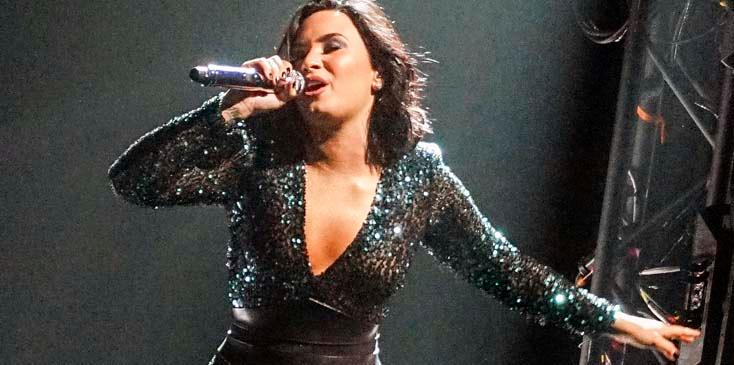*CURVY* Demi Lovato shows off her best ASSets during 'Future Now' Tour Stop in Canada