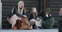 Tori Spelling waiting for taxi in Paris with kids