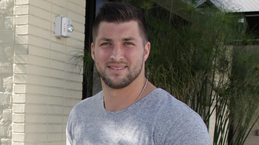 EXCLUSIVE: Tim Tebow has lunch with friends in Beverly Hills, CA