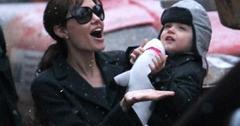 2010__12__Angelina_Jolie_Dec1_60 300×216.jpg
