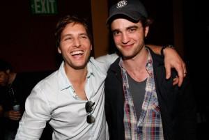 2011__04__Peter_Facinelli_Robert_Pattinson_April21newsnea 300×201.jpg
