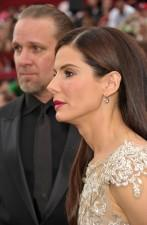2010__04__Jesse_james_Sandra_Bullock_April7newsne 147×225.jpg