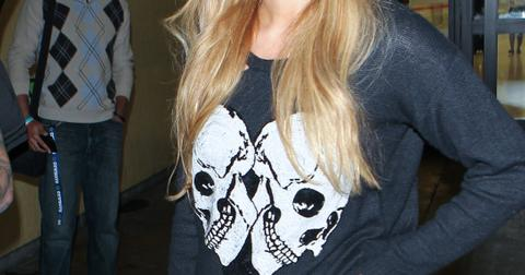INF – Paris Hilton wears a black skull sweater as she returns from Mexico