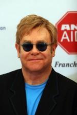 2010__01__FP_3598931_BARM_Elton_John_Adoption_091409 150×225.jpg