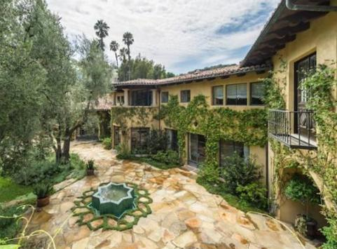 Check Out Christina Aguilera's New $10m Luxury Mansion And Who Her New Neighbor Is!