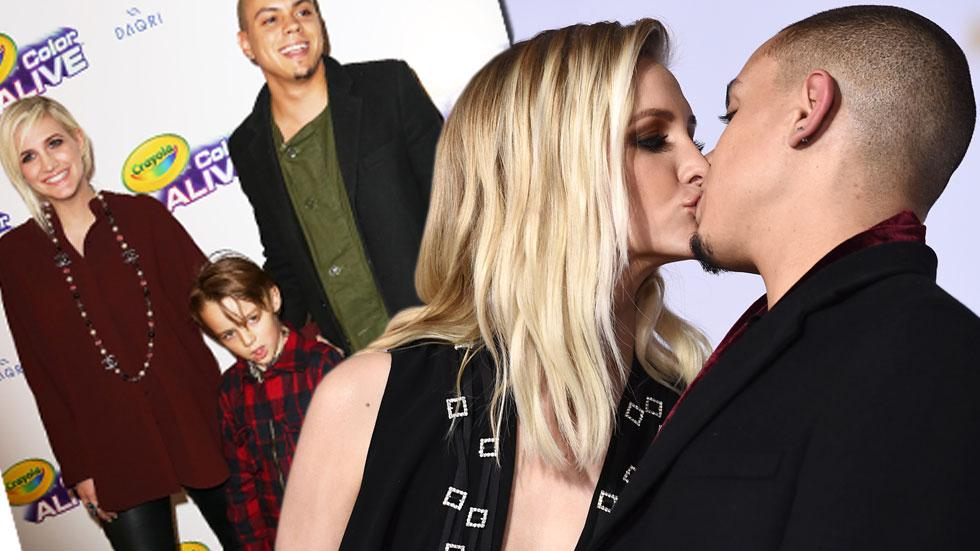 Ashlee Simpson Expecting Daughter