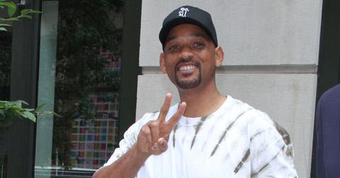 will smith holding up peace sign