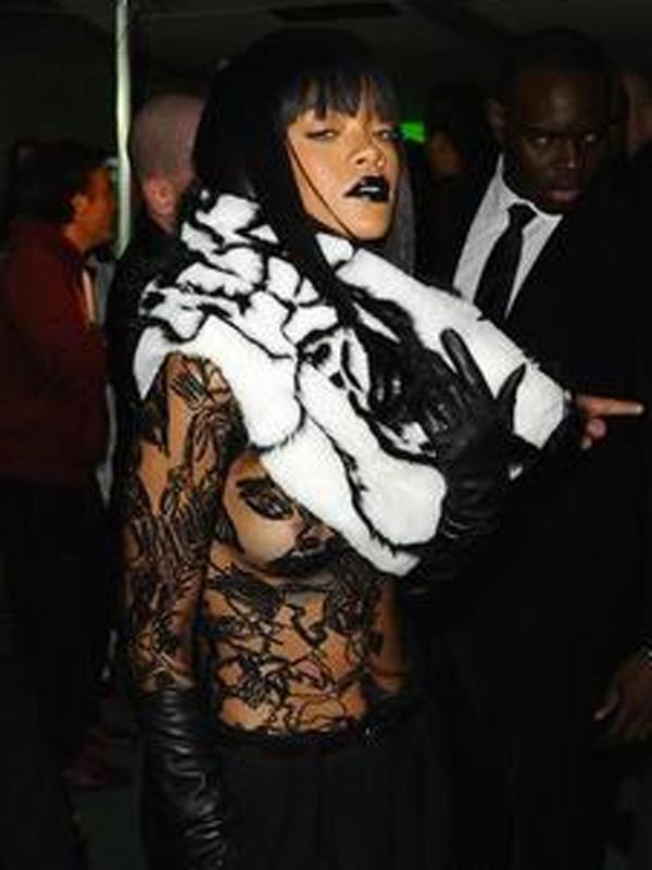 Rihanna paris fashion week