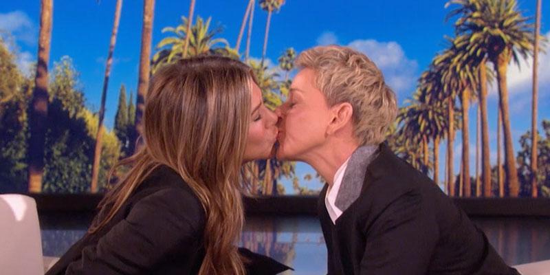 Ellen & Jennifer Aniston kiss