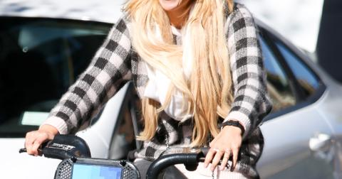 Amanda Bynes riding a citi bike in New York City