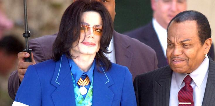 Michael Jackson court case 160305 leaving