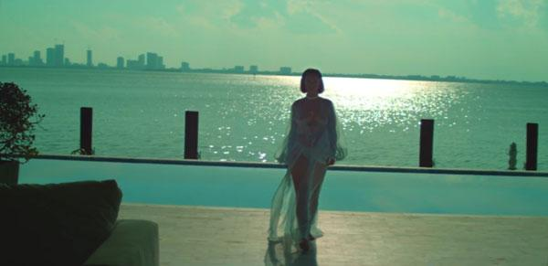 Rihanna Exposes Naked Body In Shocking New Music Video!