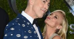 Kristin chenoweth alan cumming kiss hug tony awards 2015 red carpet