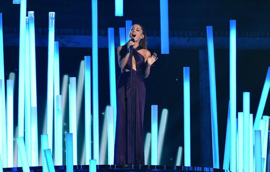 Ariana grande performing at the 2015 grammy awards 03
