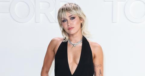 miley cyrus dating women makes more sense girls are way hotter pansexual