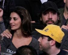 2010__01__Penelope_Cruz_and_Javier_Bardem_Lakers_Game_Jan18_3655 225×181.jpg