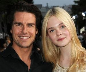 2011__06__Elle_Fanning_Tom_Cruise_June9 300×256.jpg