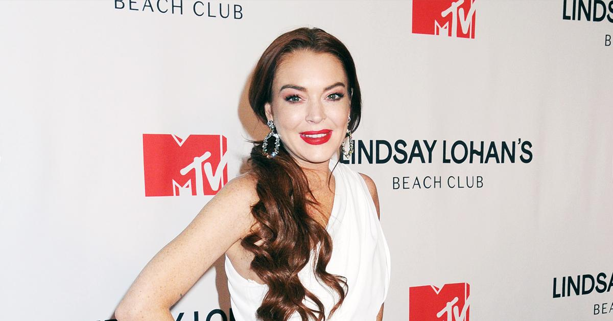 _lindsay lohan hollywood return hosting snl ok