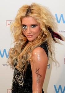 2011__09__Kesha Sept6ne 210×300.jpg