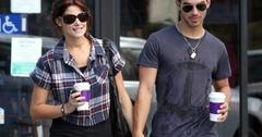 2011__10__Ashley Greene Joe Jonas Oct3ne 300×223.jpg