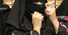 2011__10__Kim Kardashian Burka Dubai Oct14newsbt 300×300.jpg