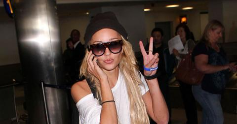 Amanda Bynes Flashing The Peace Sign