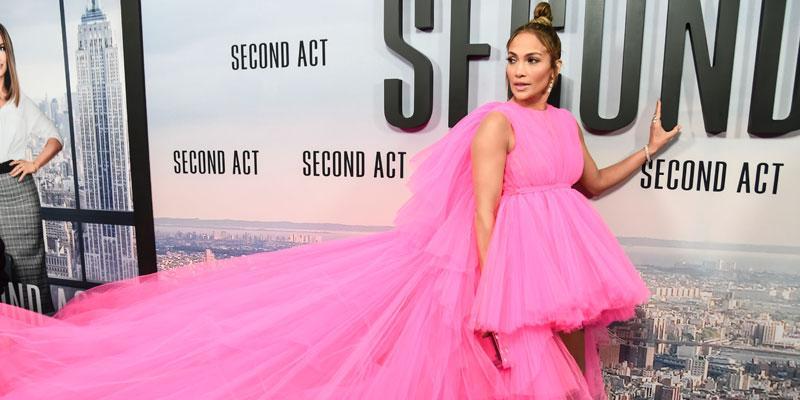 Jennifer lopez pink dress post pic