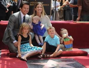 2010__07__Mark_Wahlberg_July30_57996 300×229.jpg