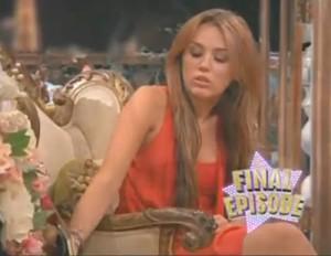 2011__01__Miley_Cyrus_Hannah_Montana_Finale_jan10news 300×232.jpg