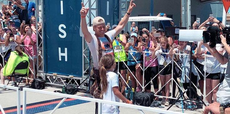 Joanna gaines roots for chip as he runs first marathon pics