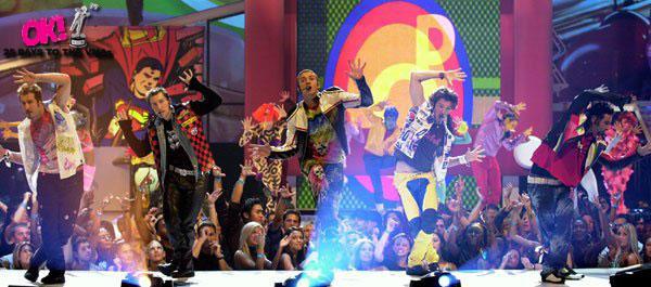 Nsync performs at the MTV VMAs