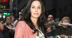 2011__04__courteney_cox_1 300×207.jpg