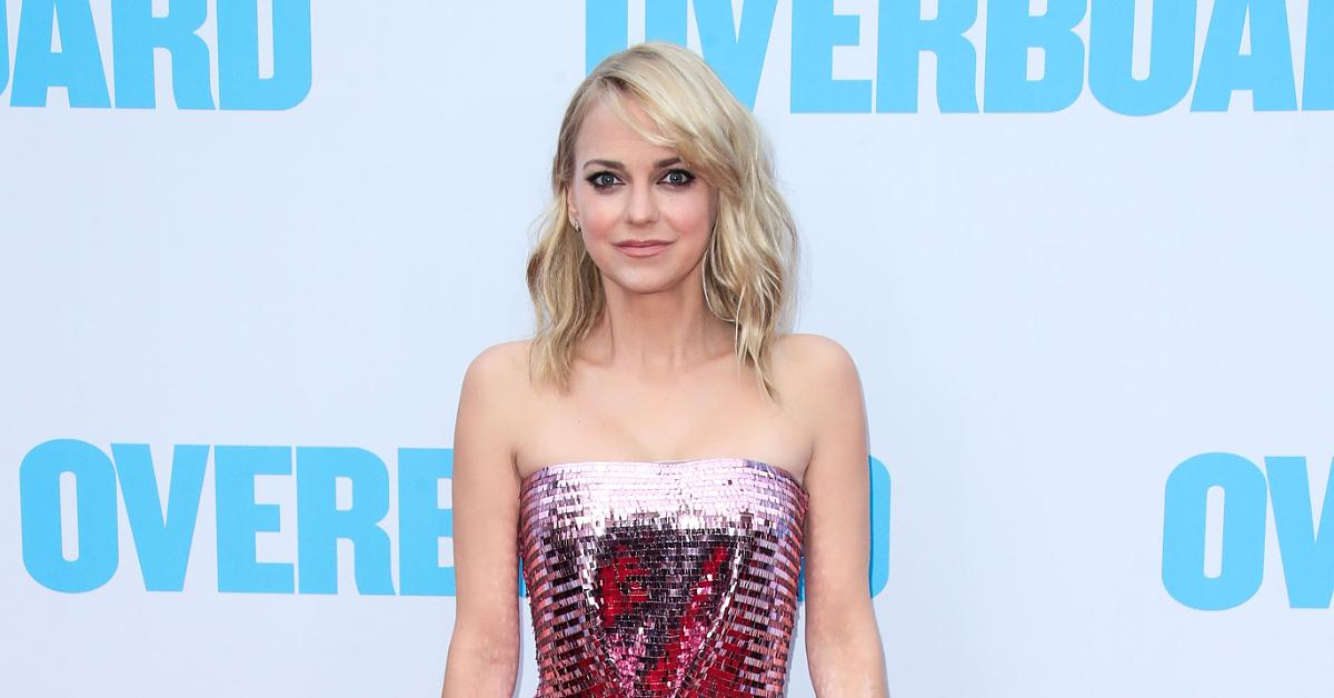 anna faris coming for drew barrymore kelly clarkson talk show crowns source mom alum mulling options