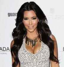 2010__04__kim_kardashian_april8a 215×225.jpg